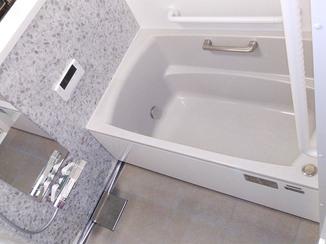 バスルームリフォーム 広く使える温かなシステムバス